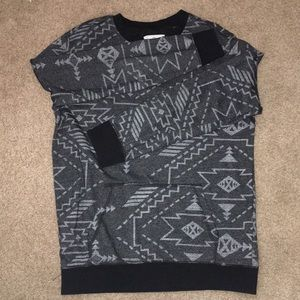 ON THE BYAS long sleeve pocket sweater